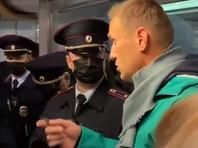 Алексея Навального доставили в отдел полиции Химок и отказались пускать к нему адвоката