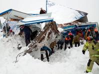 В Карачаево-Черкесии на лыжную трассу сошла лавина, под снегом есть люди (ВИДЕО)