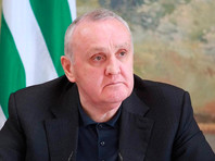 Заболевшего коронавирусом премьер-министра Абхазии привезли лечиться в Москву