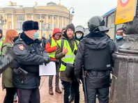 В Петербурге полиция задерживает журналистов