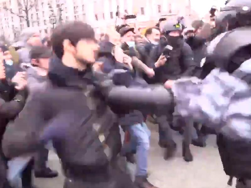 23 января Сайд-Мухаммад Джумаева на акции протеста в Москве подрался с несколькими бойцами ОМОН Росгвардии