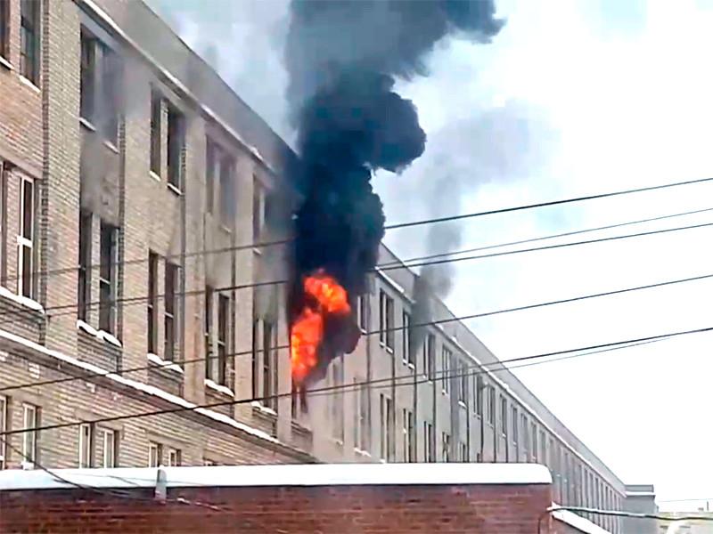 В Рязани на улице Маяковского произошел пожар в производственном здании на территории завода Счетно-аналитических машин (САМ)
