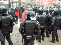 """Протестующие в Москве дошли до СИЗО """"Матросская тишина"""", где содержится Навальный. Им преградил путь ОМОН (ВИДЕО)"""