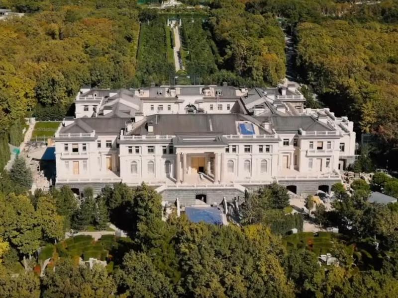 В подготовке расследования о дворце Путина помогли инсайды от рабочих, теперь на стройку нанимают иностранцев