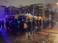 """У """"Матросской тишины"""" в полицейских бросили дымовую шашку. Силовики задерживали и избивали всех подряд"""