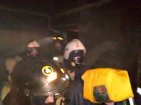 Пожарные эвакуировали 90 человек (в том числе 9 детей), из них с помощью масок дыхательных аппаратов спасены 52 человека