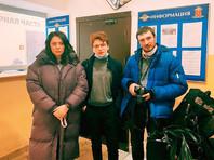 В Санкт-Петербурге утром были задержаны координатор штаба оппозиционера Алексея Навального Ирина Фатьянова и активист Илья Гантварг. Как сообщила Фатьянова в Twitter, полиция сняла их с поезда, на котором они ехали в Москву, чтобы встретить Навального