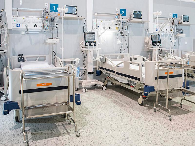 В России за последние сутки выявлено 21 887 случаев коронавируса в 85 регионах, 612 человек скончались. Это максимальное суточное число смертей, зафиксированных в стране с начала года