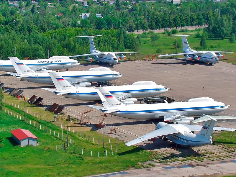 Четыре Ил-80 и два Ил-76СК в аэропорту Чкаловский, 2011 год
