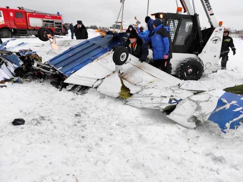 В Ломоносовском районе Ленинградской области при взлете упал частный легкомоторный самолет Piper-28. Он столкнулся в воздухе с самолетом Cessna-150