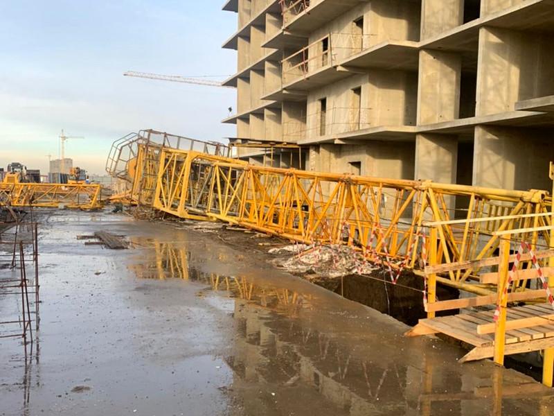 """На стройке нового жилого комплекса """"Ракурс"""" в Краснодаре по адресу 1-й Лиговский проезд обрушился башенный кран"""