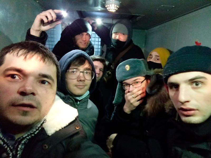 В Новосибирске сотрудник штаба оппозиционера Алексея Навального Кирилла Левченко (на фото - слева) был арестован на 9 суток