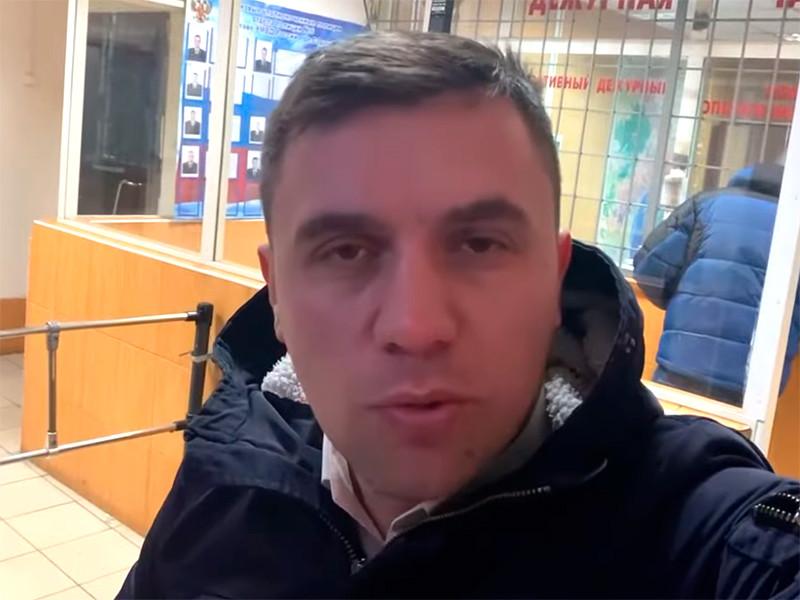 О задержании Николая Бондаренко стало известно сегодня утром. Силовики ожидали его в подъезде и без объяснения причины потребовали проехать в отделение
