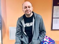 """Главного редактора """"Медиазоны"""" Сергея Смирнова, который отбывает арест в спецприемнике Сахарово за ретвит шутки, перевели в двухместную камеру с """"кошмарными условиями"""""""
