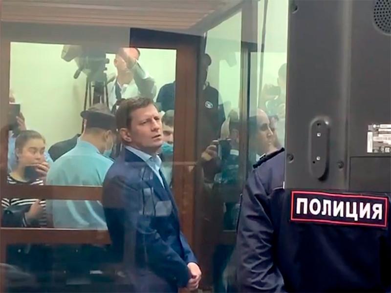 По версии следствия, Сергей Фургал является организатором преступной группы, совершившей в 2004-2005 годах покушение на убийство Александра Смольского и убийства Евгения Зори и Олега Булатова