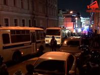 """Правозащитники потребовали возбудить """"санитарное"""" дело против силовиков из-за переполненных автозаков и камер"""