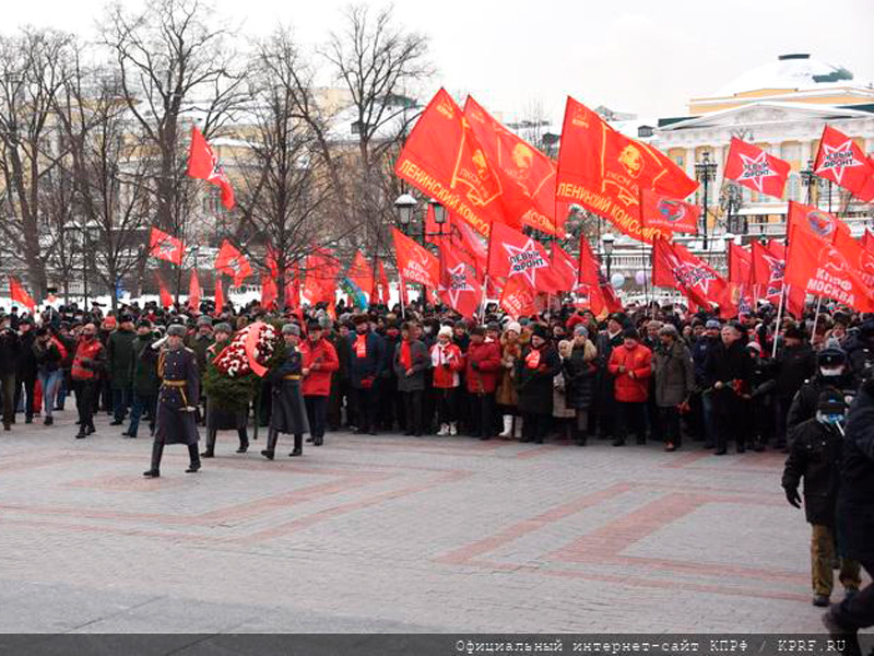 The Central Committee of the Communist Party of the Russian Federation held in Moscow the laying of wreaths and flowers at the Tomb of the Unknown Soldier