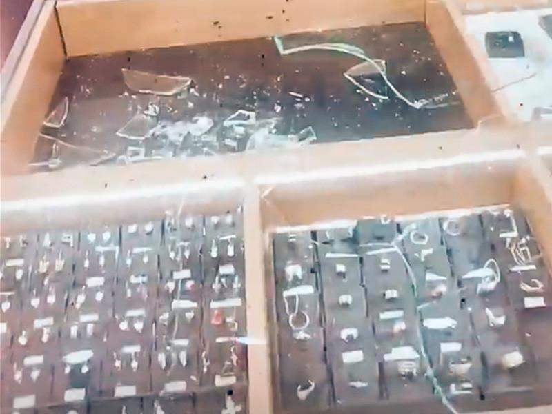 Управление МВД по Сахалинской области разобралось в истории с разгромом ювелирного магазина в Южно-Сахалинске, которую утром в субботу с подачи владелицы бутика подхватили многие СМИ