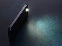 """По данным Telegram-канала, под запрет попали любые виды осветительных устройств - """"фонари ручные, прожектора мобильные и стационарные, секретные фонарики для передачи сигналов фашистам, семафоры и фонарики телефонов"""""""