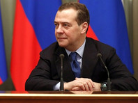 """Медведев удивил соцсети, выложив ФОТО с фонарями за час до акции """"Любовь сильнее страха"""""""