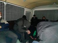 Автозаки с задержанными на акции 31 января выстроились в многочасовые очереди к спецприемникам. Люди несколько часов без еды, воды и туалета