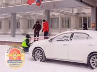 Полиция разыскивает жителя Красноярска, бросившего фейерверк в сторону машины спикера городского совета депутатов