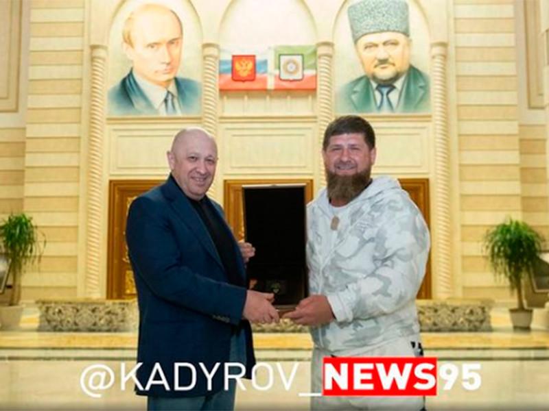 Кадыров выложил фото с Пригожиным в Грозном и потребовал от ФБР 250 тысяч долларов наличными