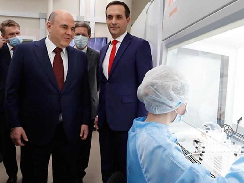 """Основной объем массовой вакцинации от коронавируса должен быть завершен до осени, заявил премьер-министр РФ Михаил Мишустин в ходе посещения центра """"Вектор"""""""