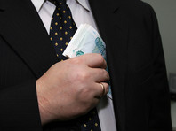 Счета чиновников и их родственников предлагают проверять на соответствие задекларированным доходам