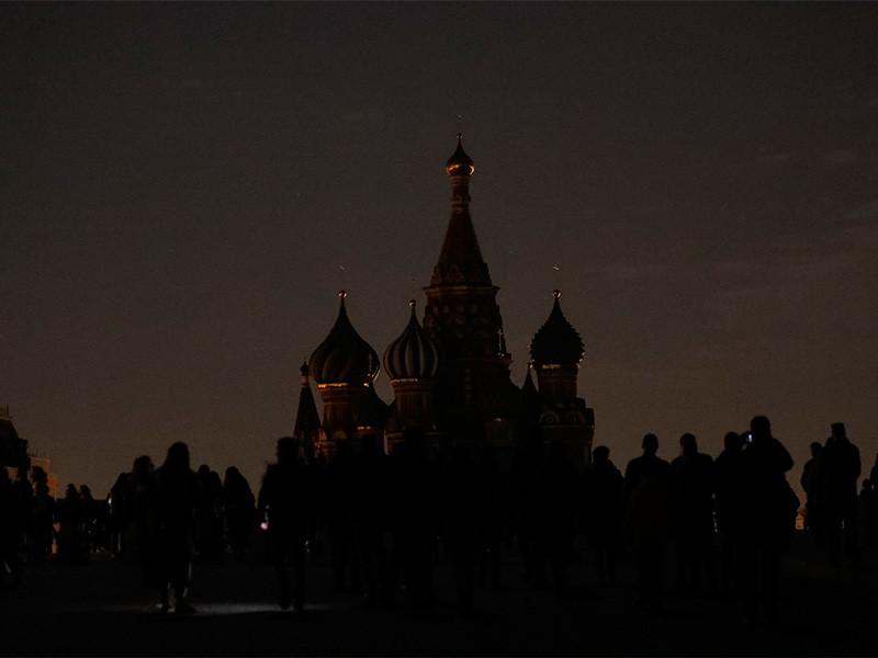 """Более 2 тысяч зданий в Москве на час отключили подсветку в рамках экологический акции """"Час Земли"""", которая проводится ежегодно 27 марта"""