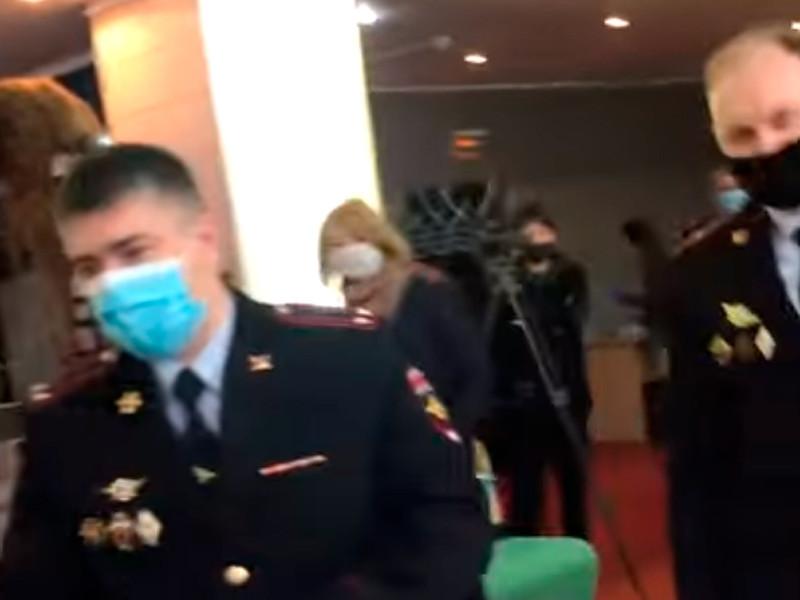 Полицейские на заседании Совета депутатов муниципального округа Донской