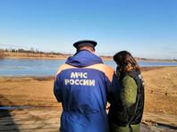 """В Новгороде нашли """"явные следы разлива нефтепродуктов"""" в реку Волхов"""