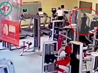 В СК пока установили, что днем 12 апреля неизвестный в помещении фитнес-клуба несколько раз выстрелил в мужчину, тот погиб на месте