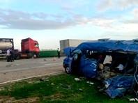 """На Ставрополье  столкнулись микроавтобус, грузовик и """"Лада"""". Погибли пять девочек"""