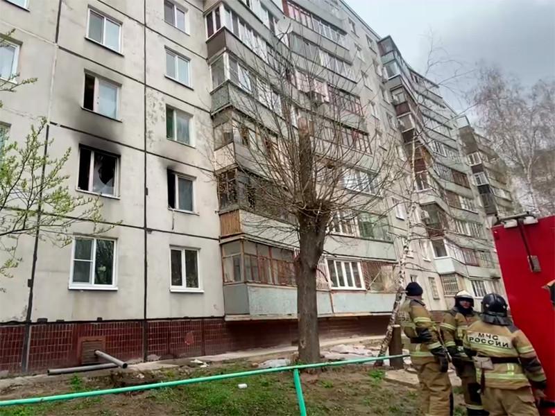 Пожарные у дома 29 по ул. Батыршина в Казани