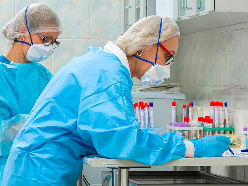 Число новых случаев коронавируса за сутки в РФ продолжает колебаться между 8 и 9 тысячами, 397 человек умерли
