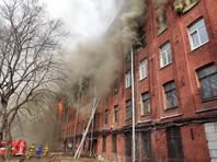 К ликвидации пожара привлекли 350 человек и 70 единиц техники. Его тушат по максимальному номеру сложности. Задействован вертолет МЧС Ка-32 МЧС