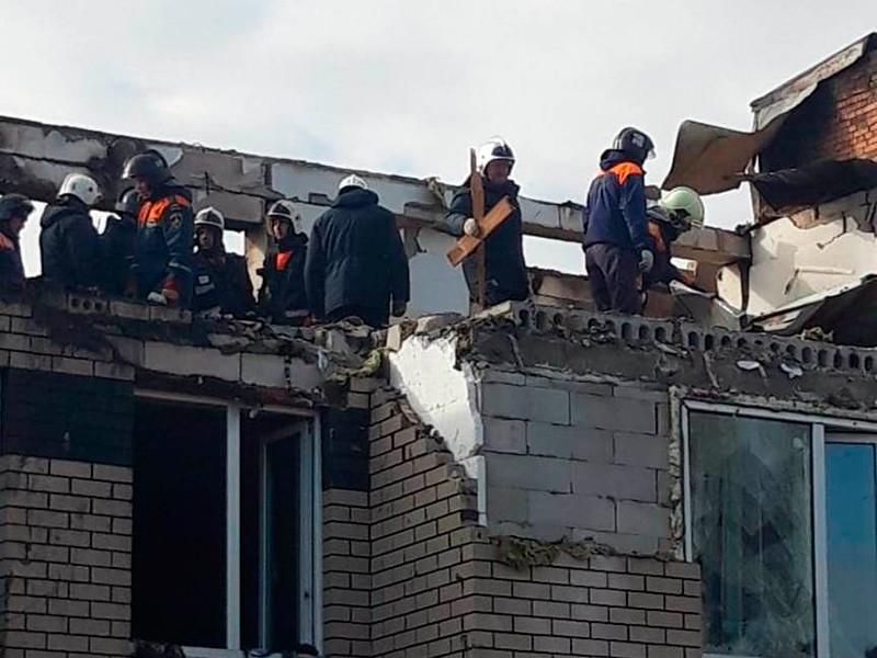 По данным МЧС РФ, всего в результате взрыва, пожара и обрушения здания пострадали восемь человек - четверо взрослых и четверо детей. Под завалами нашли младенца - девочку в возрасте 2,5 месяца извлекли живой из-под завалов живой