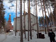 """30 марта с проверкой в монастырь приехали сотрудники полиции, МЧС и Роспотребнадзора. Тогда сообщалось, что на номер """"112"""" позвонил человек и сказал, что в монастыре нарушаются санитарно-эпидемиологические правила и организовано несанкционированное питание"""