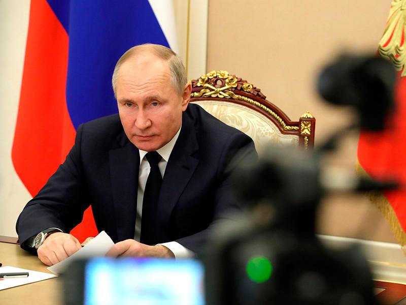 Президент России Владимир Путин своим указом уволил трех действующих генералов Росгвардии с постов в руководстве службы и уволил с военной службы четырех уже отстраненных от должностей генералов