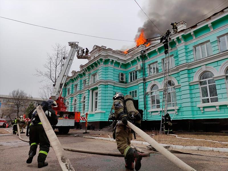 В Благовещенске эвакуировали около 120 человек из загоревшегося кардиоцентра