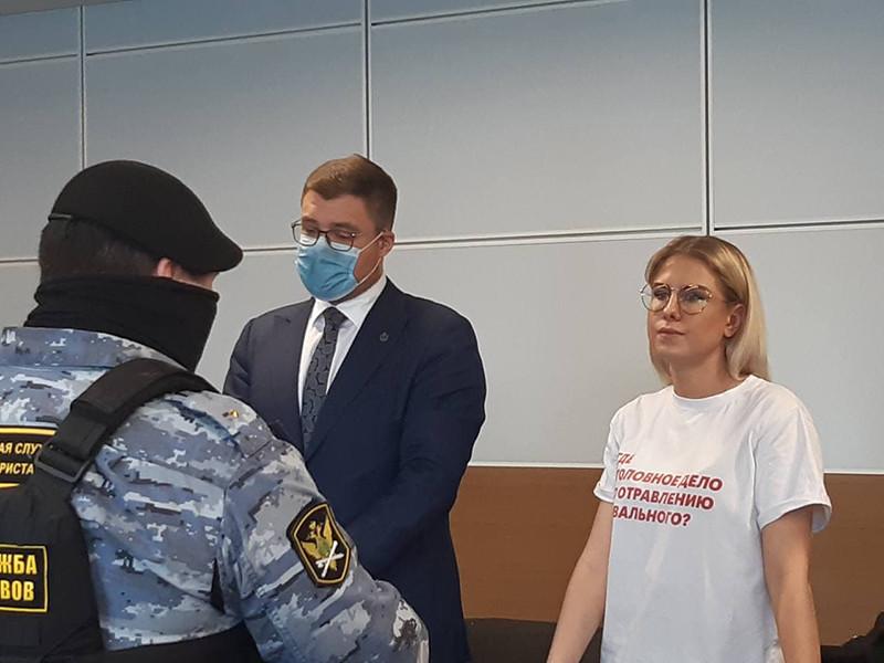 """Суд назначил Соболь год исправительных работ условно по делу о проникновении в квартиру тещи """"отравителя Навального"""""""