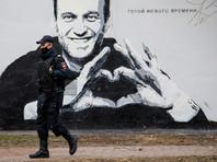 """В Петербурге оперативно замазали внезапно появившееся граффити с портретом Навального - """"героя нового времени"""""""