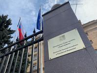 Посольство Чехии в Москве покинула колонна автомобилей с высланными дипломатами, работа посольства парализована