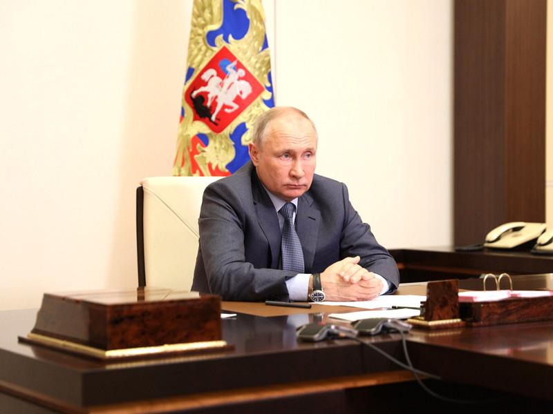 Президент России Владимир Путин провел совещание с членами правительства, уделив особое внимание трагедии в школе в Казани