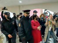 Соорганизатор съезда, бывший московский муниципальный депутат Юлия Галямина попыталась продолжить выступление и была задержана без объяснения причины. Об этом сама Галямина сообщила в Telegram