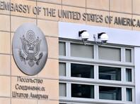 До 16 июля посольство США в Москве возобновляет предоставление обычных услуг для граждан США, включая паспортные услуги, консульские отчеты о рождении за границей и часть нотариальных услуг