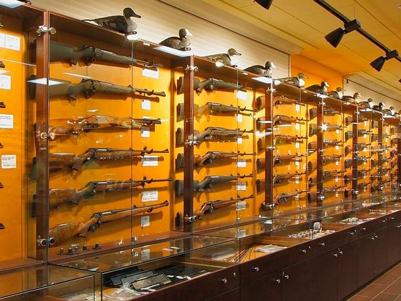 После стрельбы в казанской школе российские власти заговорили об ужесточении правил оборота оружия и других законов и норм
