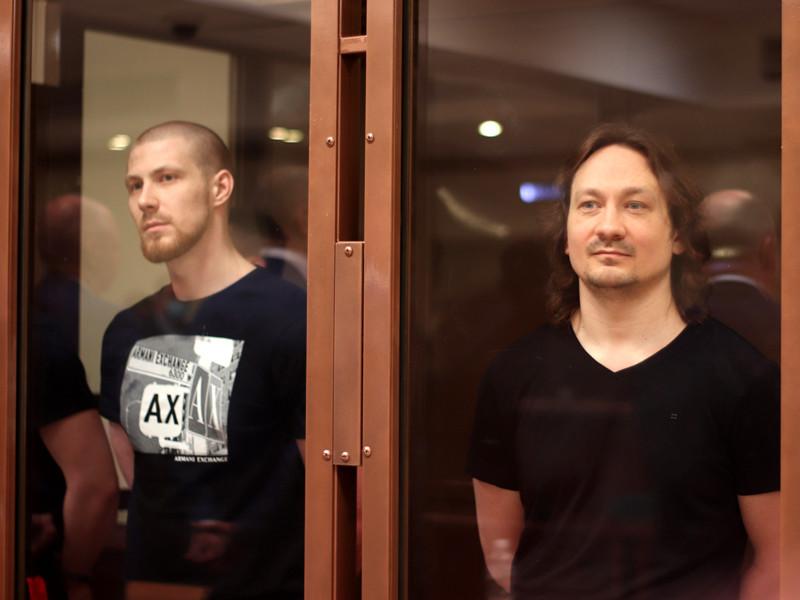 Мосгорсуд приговорил к срокам от пяти до 12 лет колонии бывших полицейских, подбросивших наркотики журналисту Ивану Голунову