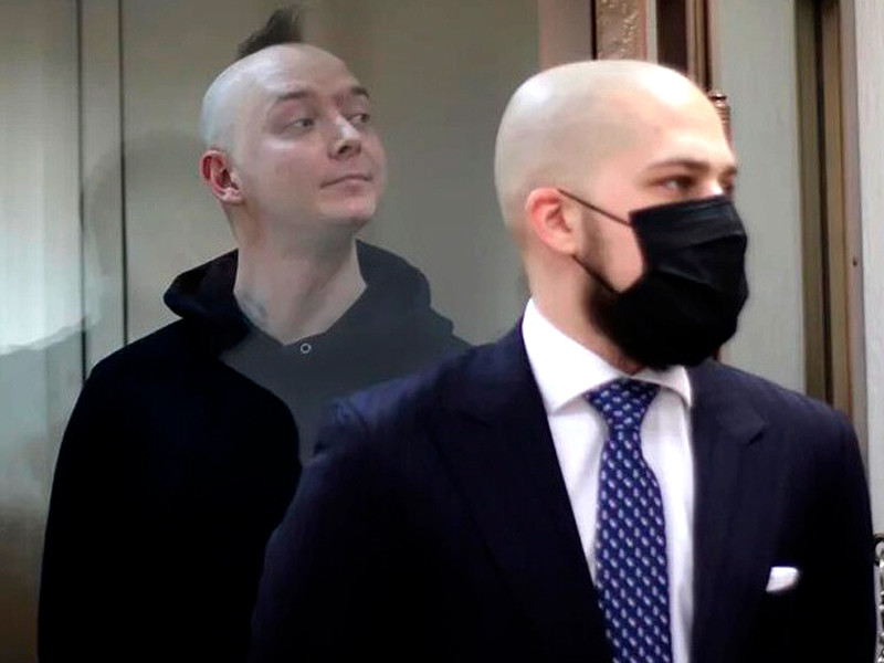 Иван Сафронов (на фото - слева)